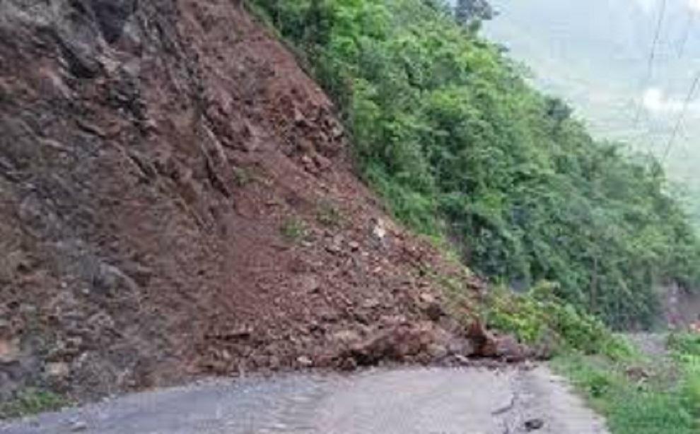 पूर्वपश्चिम र सिद्धार्थ राजमार्ग अवरुद्ध