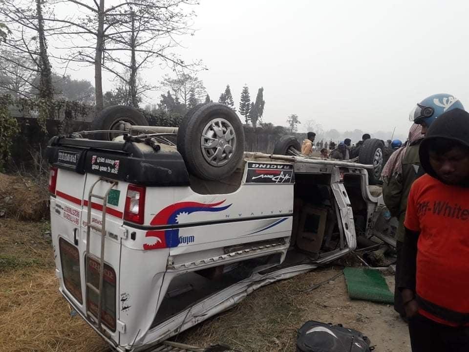 सुनसरीमा माइक्रो र मोटरसाइकल ठोकिदा ३ को मृत्यु, ८ जना घाइते