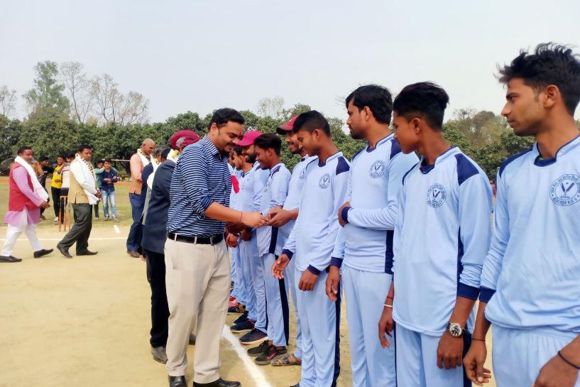 वडा स्तरीय क्रिकेट प्रतियोगिता मेयर सिंहले गरे उदघाटन