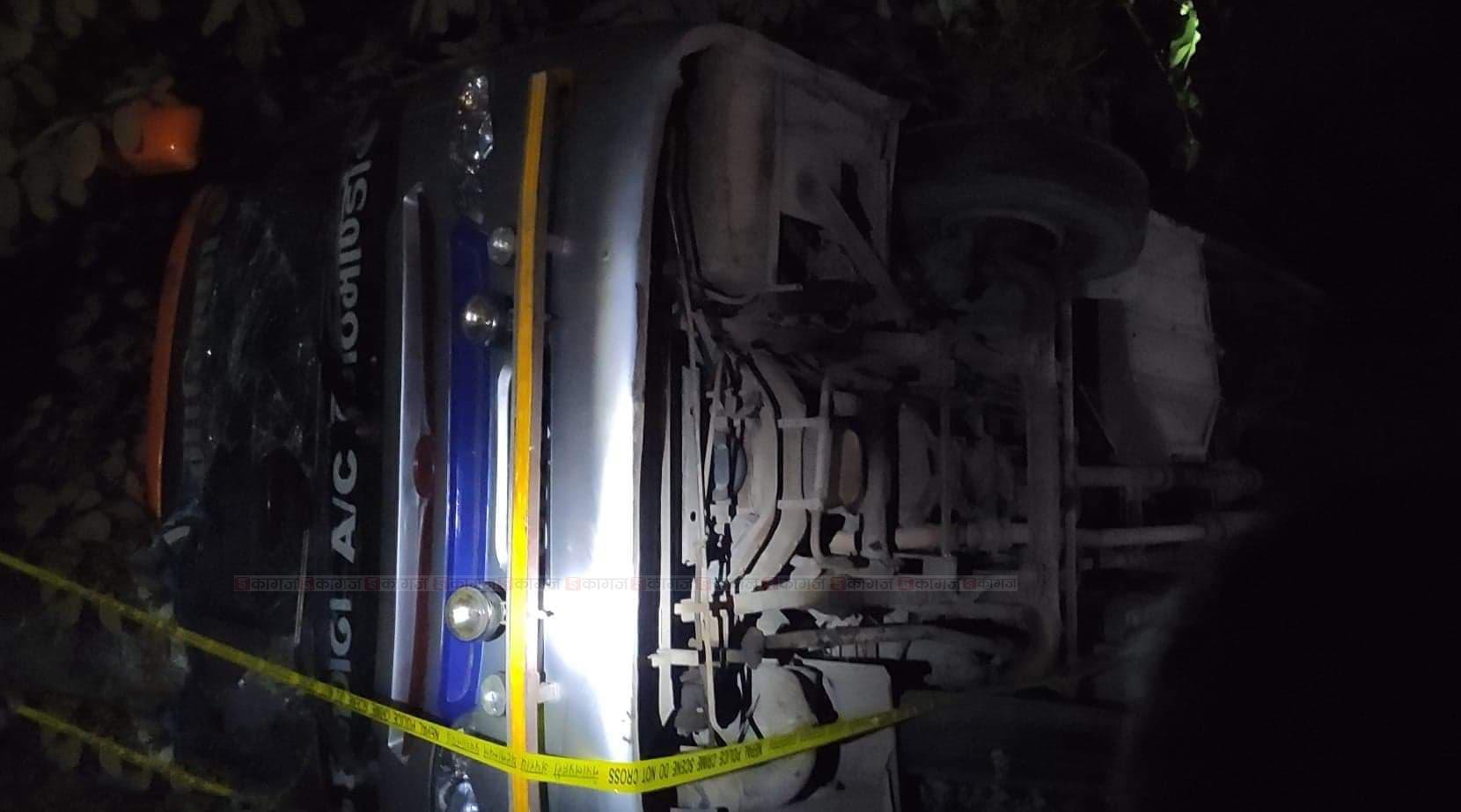 कैलालीमा बस दुर्घटना एक जनाको मृत्यु, २९ जना घाईते