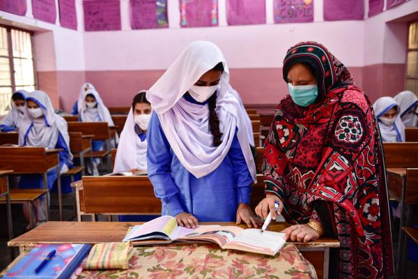 बङ्गलादेशमा १८ महिनापछि विद्यालय खुले
